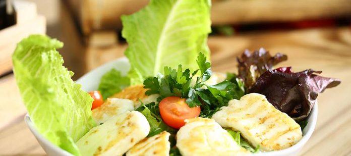 Kıbrıs'ta Ne Yenir? - hellim salatası