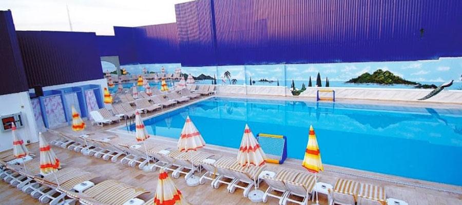muhafazakar-oteller-club-karaburun-havuz