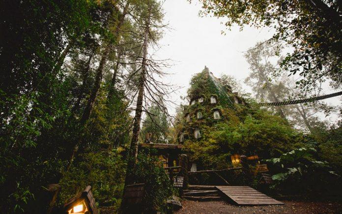 Magic Mountain Hotel, Huilo Huilo Reserve, Şili