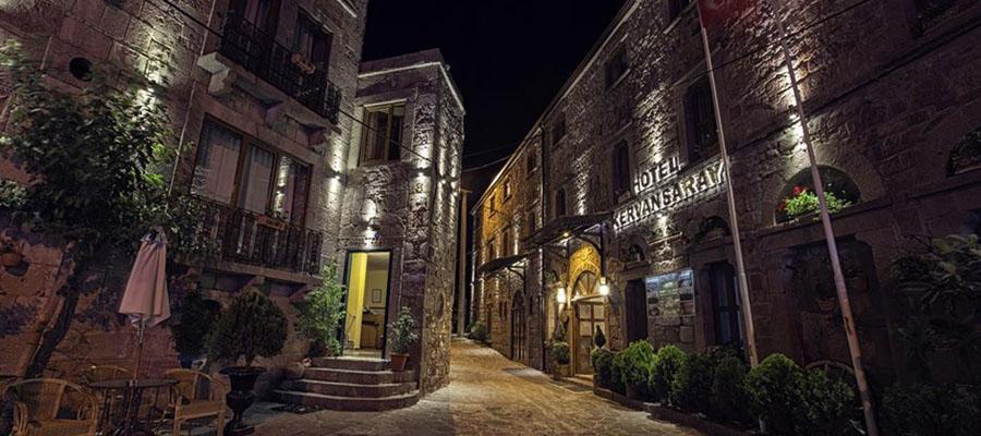 Mavilikler İçinde Bir Sahil Kasabası: Assos - Antik Kent Sokakları