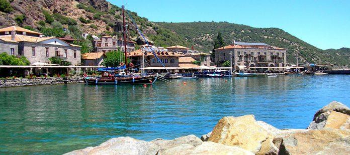 Mavilikler İçinde Bir Sahil Kasabası: Assos - Antik Liman 2