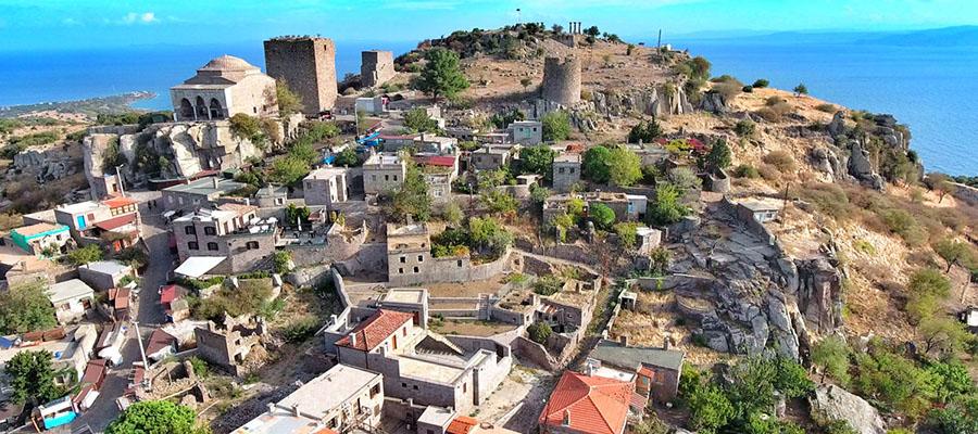 Mavilikler İçinde Bir Sahil Kasabası: Assos - Behramkale