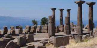 Maviliklerin İçinde Bir Sahil Kasabası: Assos