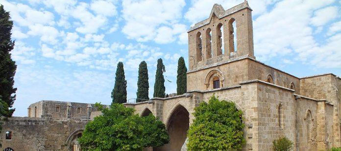 Girne'de Gidilecek Yerler- Bellapais Manastırı