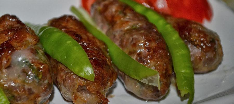 kibris-tatlisi-yemekler-seftali-kebabi-1
