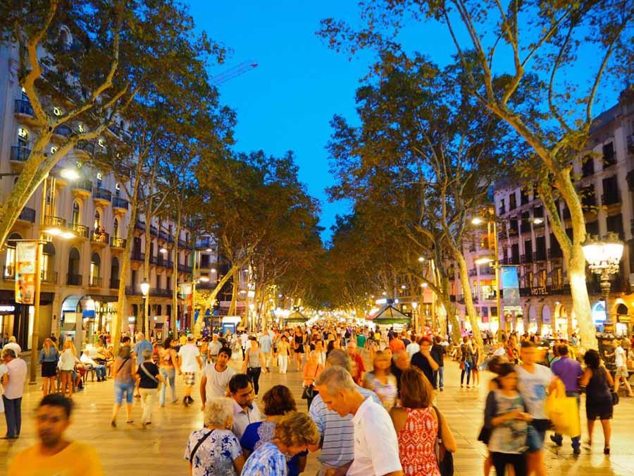 Barcelona Gezi Rehberi - La Rambla Caddesi - Gece