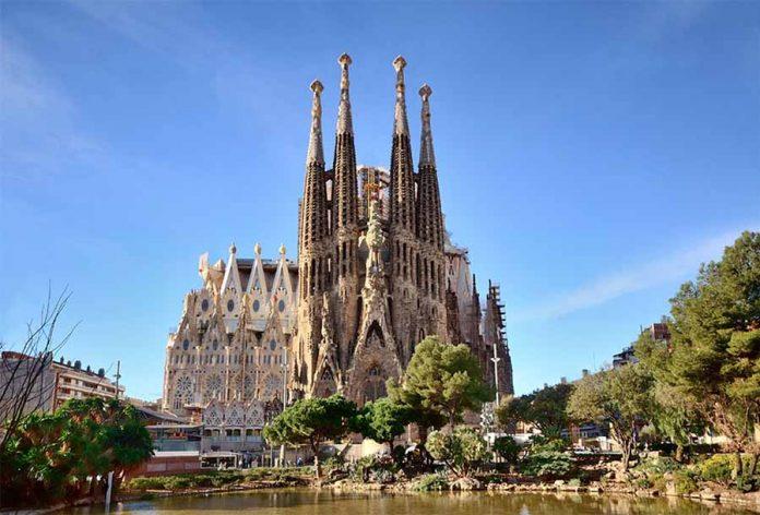 Barcelona Gezi Rehberi - Sagrada Familia Bazilikası