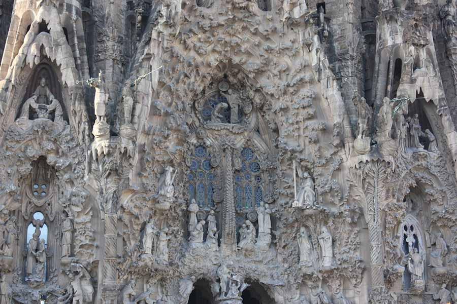 Barcelona Gezi Rehberi - Sagrada Familia Bazilikası - Çile Kapısı