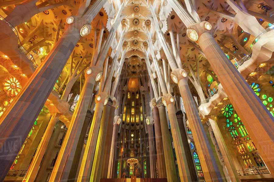 Barcelona Gezi Rehberi - Sagrada Familia Bazilikası İçi