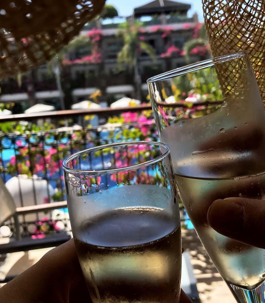 Cratos Hotel Balayı Deneyimi - Şampanya Kadeh