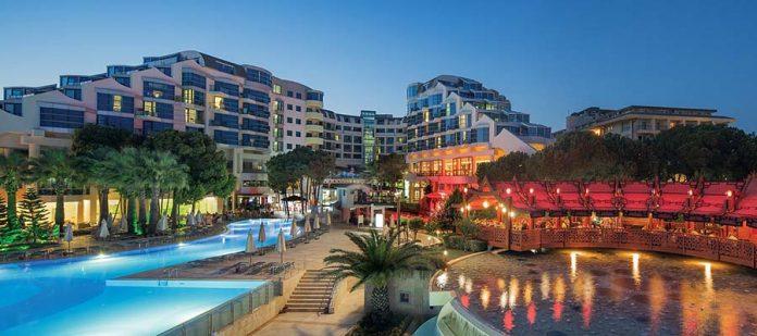Havuz Bağlantılı Antalya Otelleri - Cornelia De Luxe