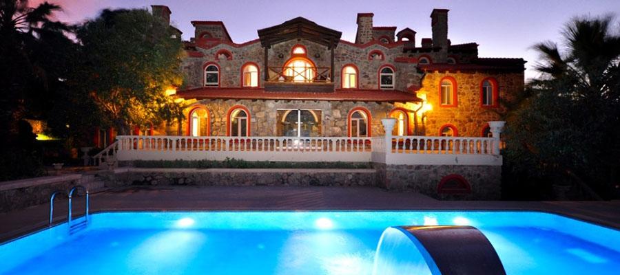 Kalem Adası - Otel Havuzu