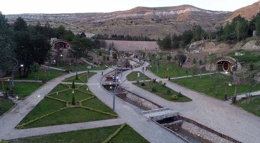 Sivas Hobbit Evleri - Yeşil Manzara