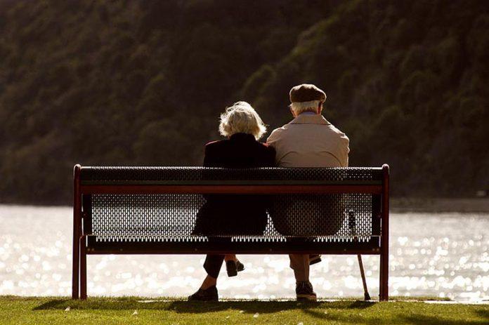 92 Yaşında Sevgilisiyle Tatil Yapmak İçin Huzurevinden Kaçtı - Bank
