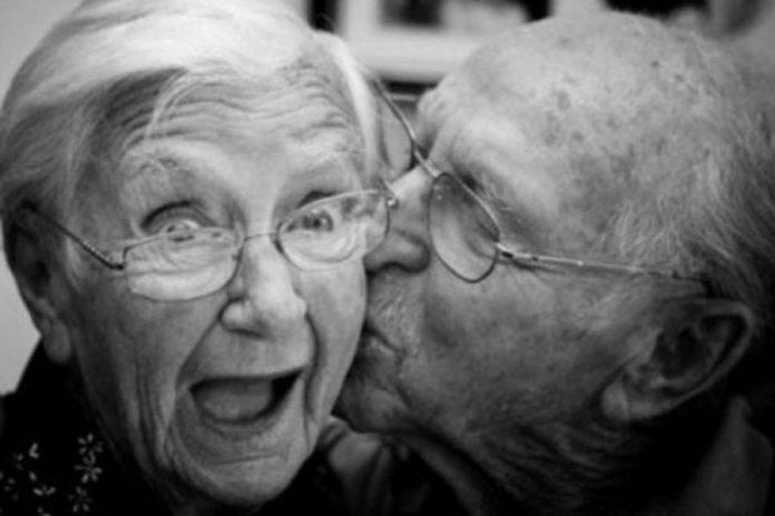 92 Yaşında Sevgilisiyle Tatil Yapmak İçin Huzurevinden Kaçtı - Çift