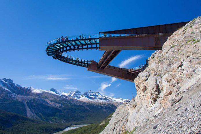 Dudak Uçuklatan Cam Köprüler - Camdan Askı Yol