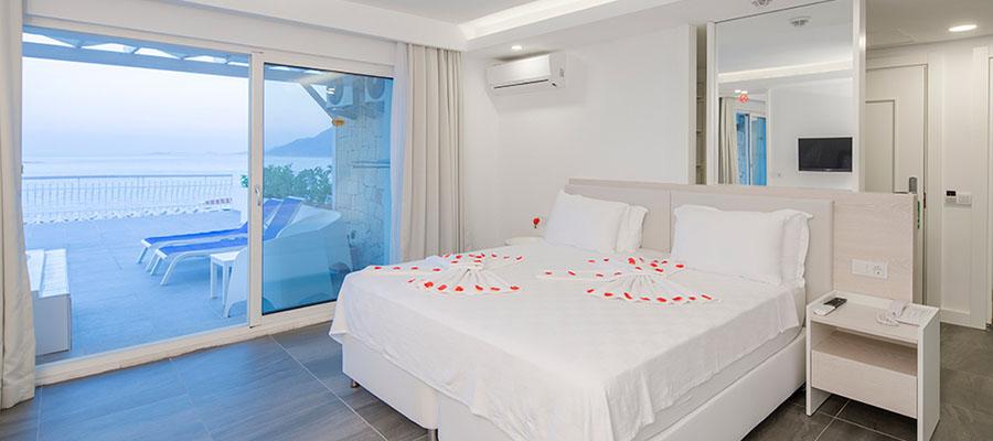 La Kumsal Otel - Deniz Manzaralı Balayı Odası