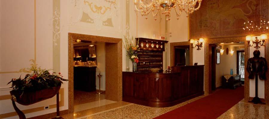 Kanallar Şehri Venedik - Hotel Ala - Resepsiyon
